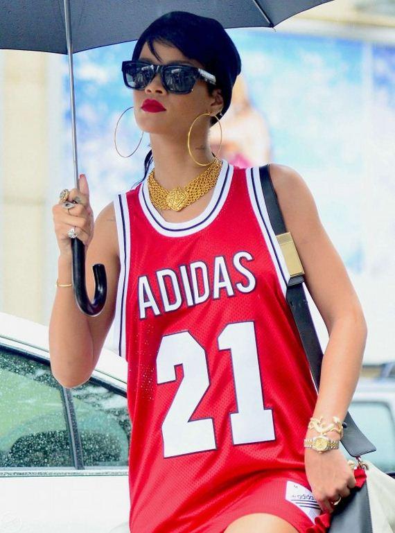 Rihanna-With-Umbrella