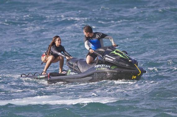 Rihanna-jetskiing-in-Hawaii