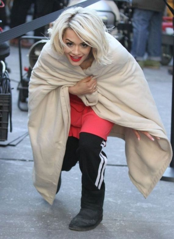 Rita-Ora-On-set-of-a-DKNY