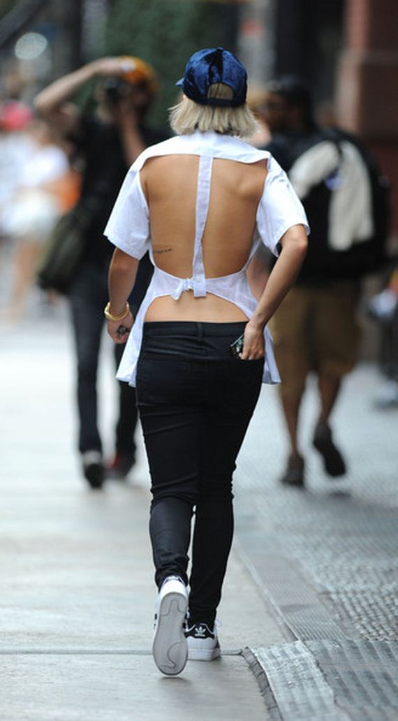 Rita-Ora-sports-open-back