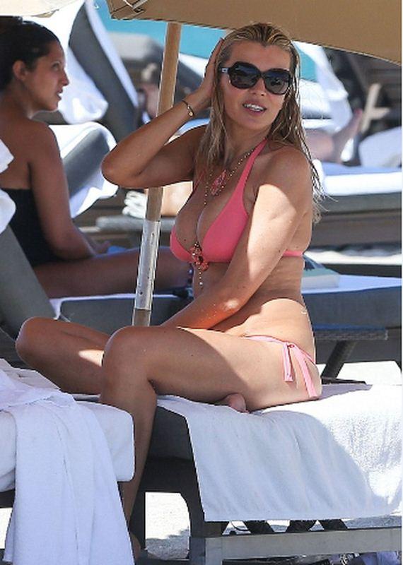 Rita-Rusic-in-a-Pink-Bikini