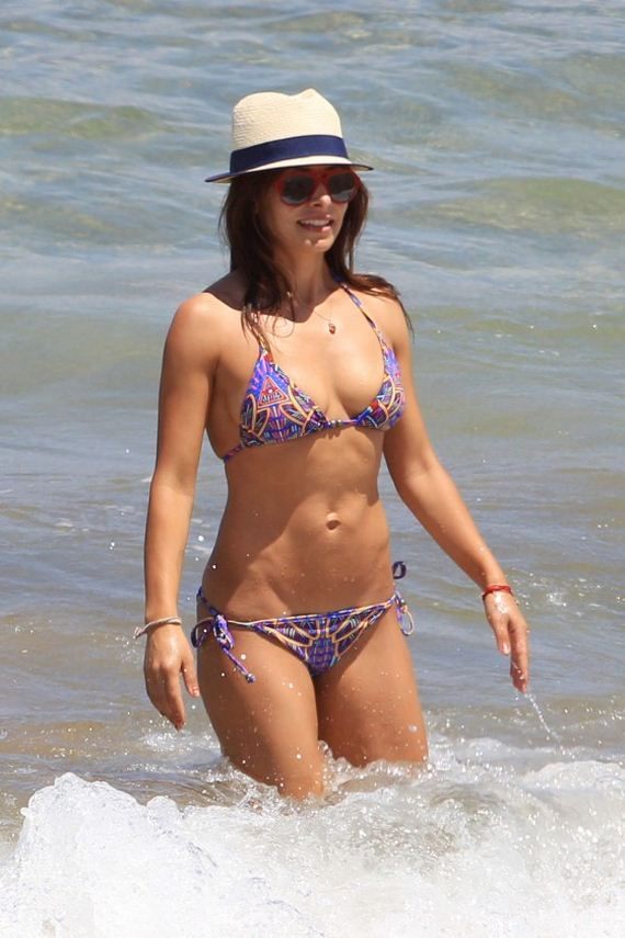 Sarah-Shahi-in-bikini-at-the-beach
