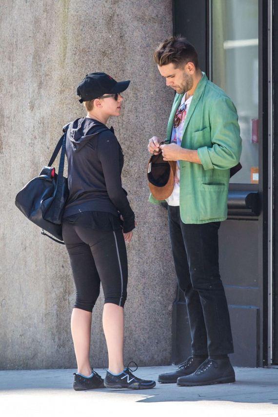 Scarlett-Johansson-tight