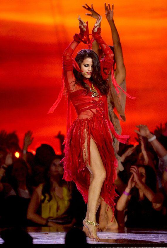 Selena-Gomez-MTV-Movie-Awards-2013