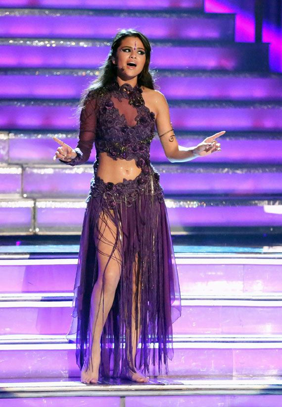 Selena-Gomez-Performs-Dancing-With-the-Stars-01