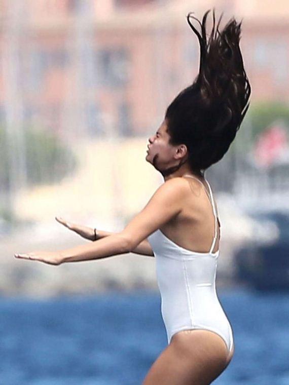 Selena-Gomez-and-Cara