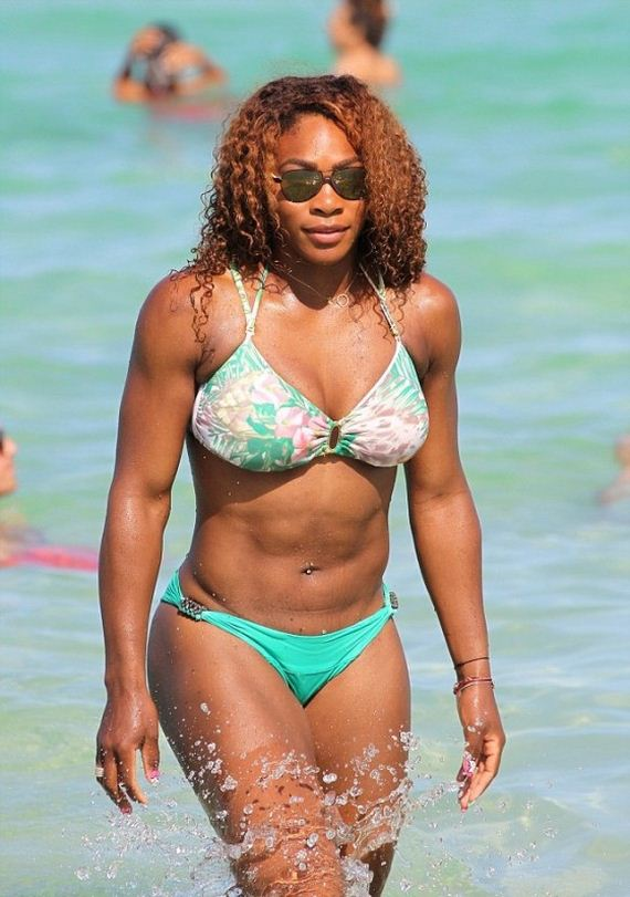 Serena-Williams-in-bikini---Miami