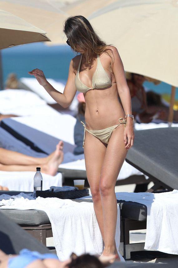 Shannon-de-Lima-gold-bikini