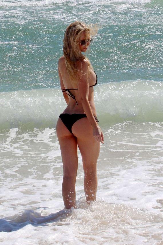 Sophie-Turner-in-Bikini-in-Sydney
