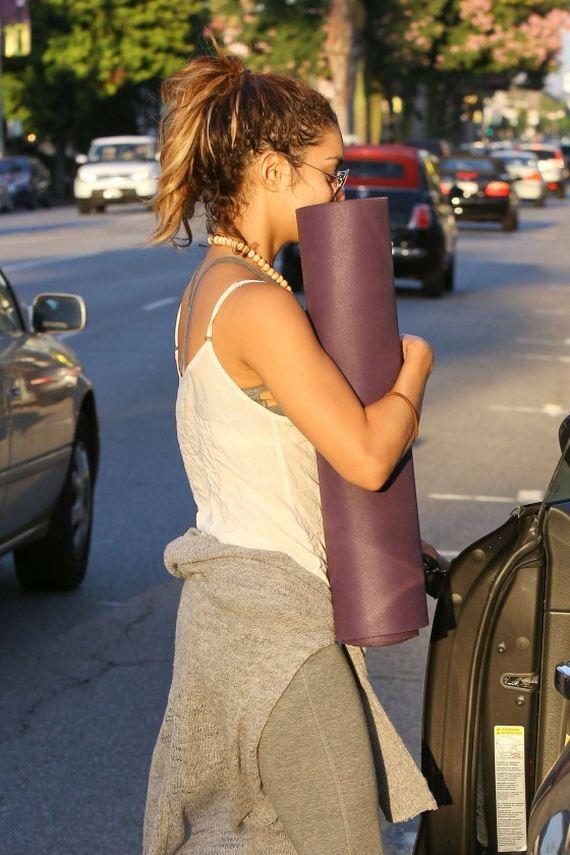 Stella-and-Vanessa-Hudgens-leaving