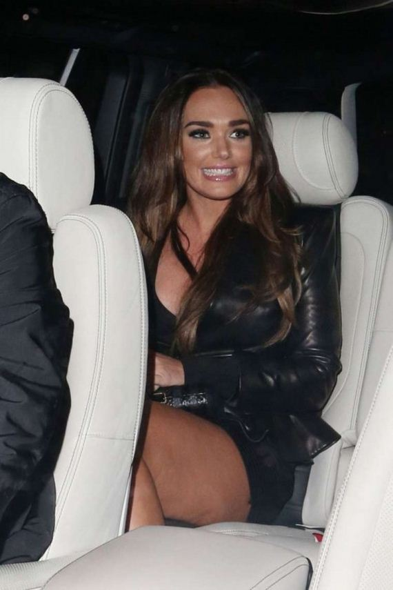 Tamara-Ecclestone-Leggy-in-mini-skirt-leaving-C-London-restaurant
