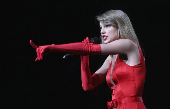 Taylor-Swift-In-Red-Dress