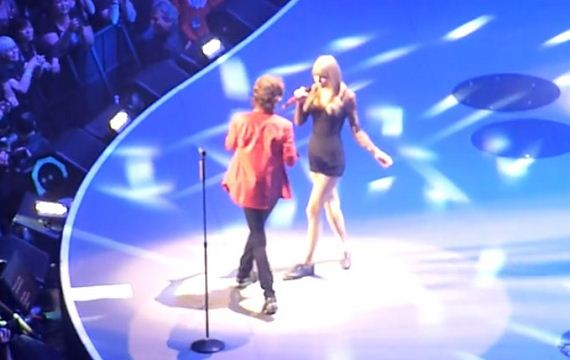 Taylor-Swift-Performing-at-The-Rolling-Stones