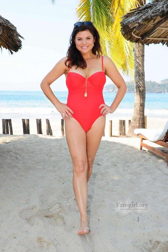 Tiffani-Thiessen-Swimsuit-Photos