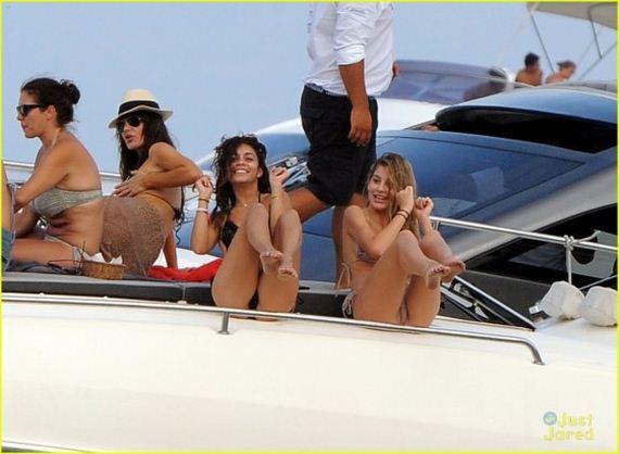 Vanessa-Hudgens-bikini-in-Ischia---Italy-2013