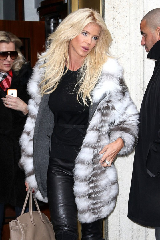 Victoria-Silvstedt-In-Leaher-Pants