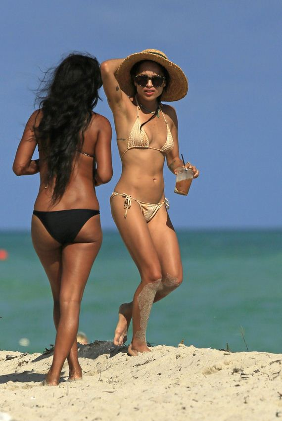 Zoe-Kravitz-Bikini