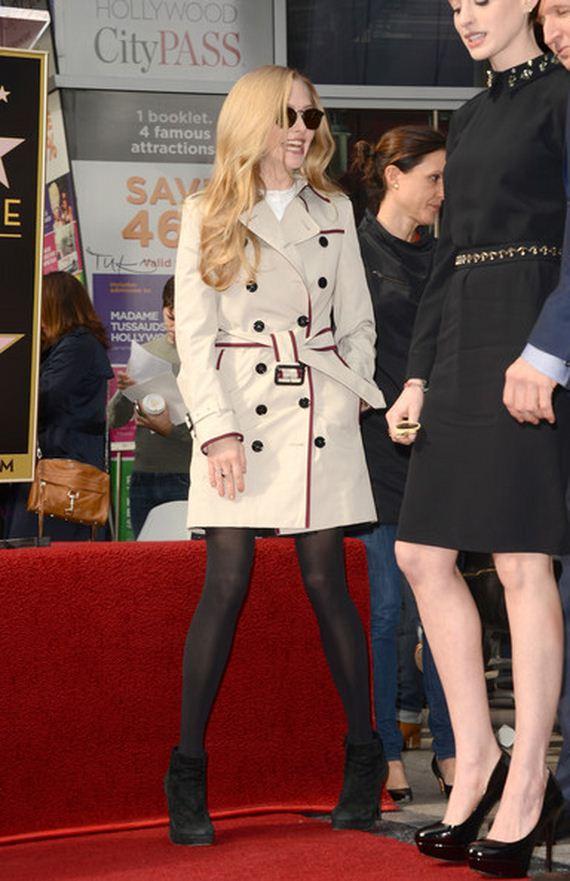 amanda-seyfried-leggy-in-short-dress