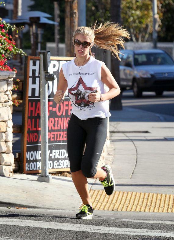 amy_willerton_running_leggings