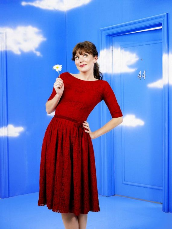 anna-friel-in-pushing-daisies-photoshoot