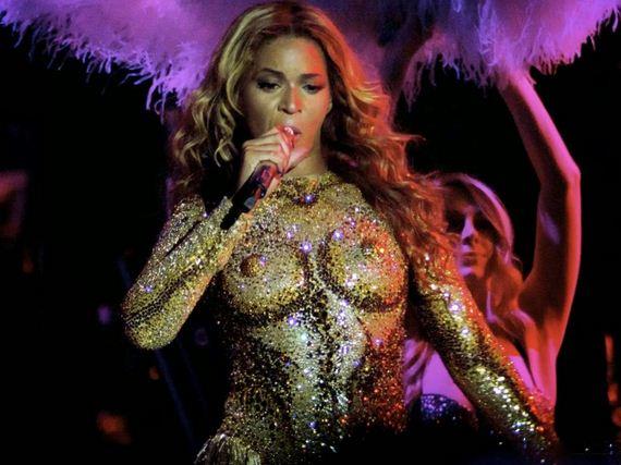 beyonce-nipples-glitter-bodysuit