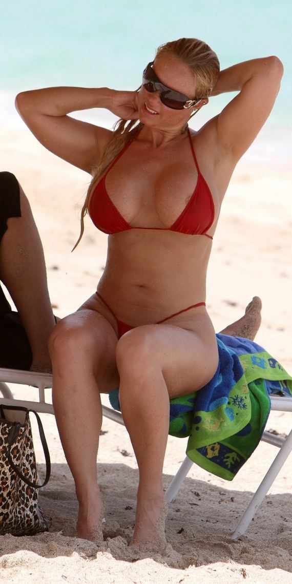 coco-red-thing-bikini-candids