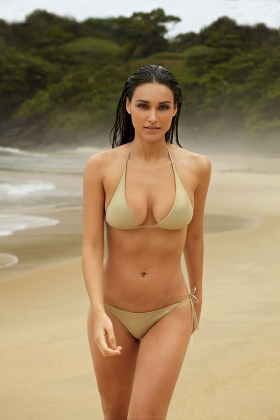 debora-nascimento-in-bikini-gq