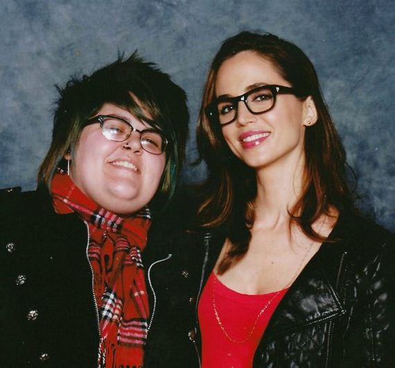 eliza-dushku-wearing-geeky-glasses
