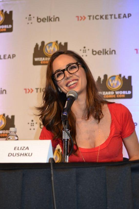 eliza-dushku-wearing-geeky-glasses