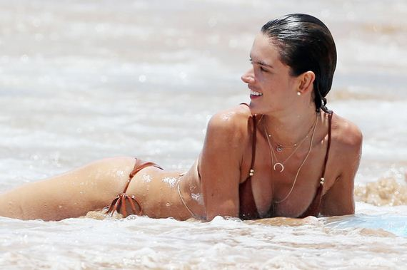 gallery_enlarged-Alessandra-Ambrosio-1