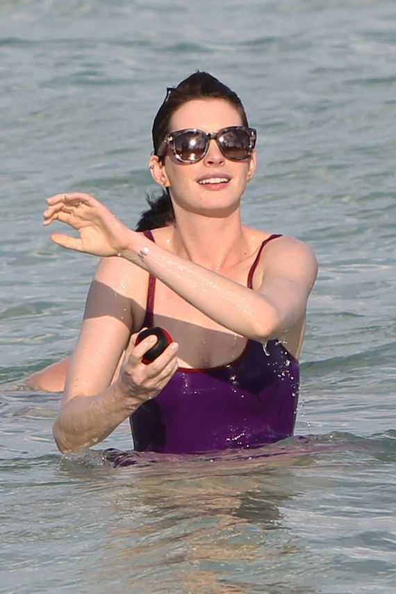 gallery_enlarged-Anne-Hathaway
