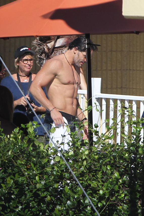 gallery_enlarged-Joe-Manganiello-Washboard