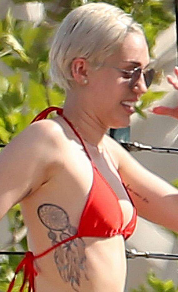 gallery_enlarged-Miley-Cyrus-Bikini