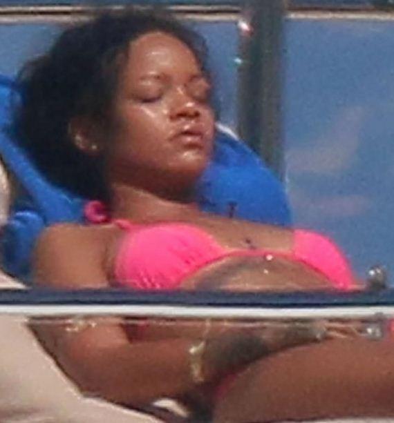 gallery_enlarged-Rihanna-Pink-Bikini