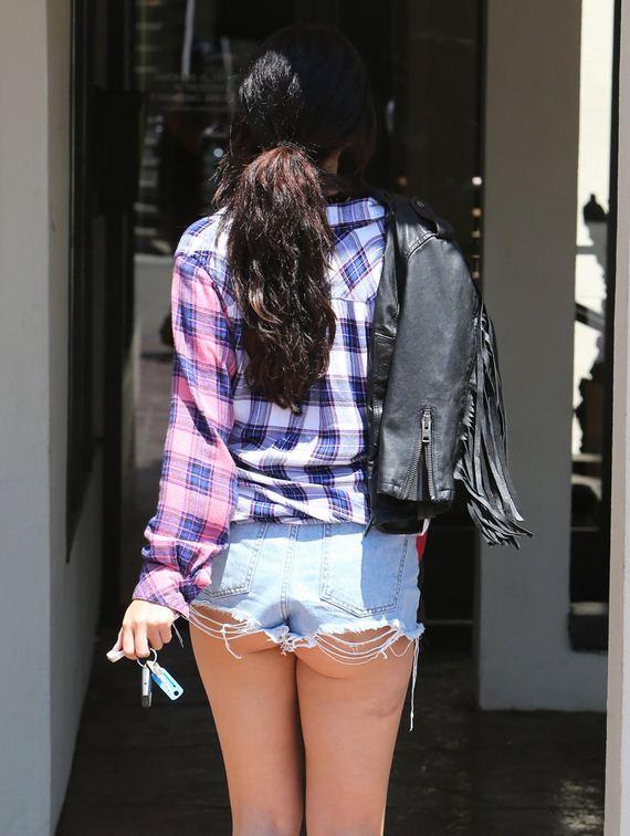 gallery_enlarged-Selena-Gomez