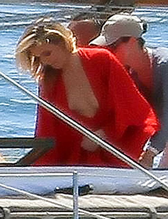gallery_enlarged-cameron-diaz-vogue-swimsuit