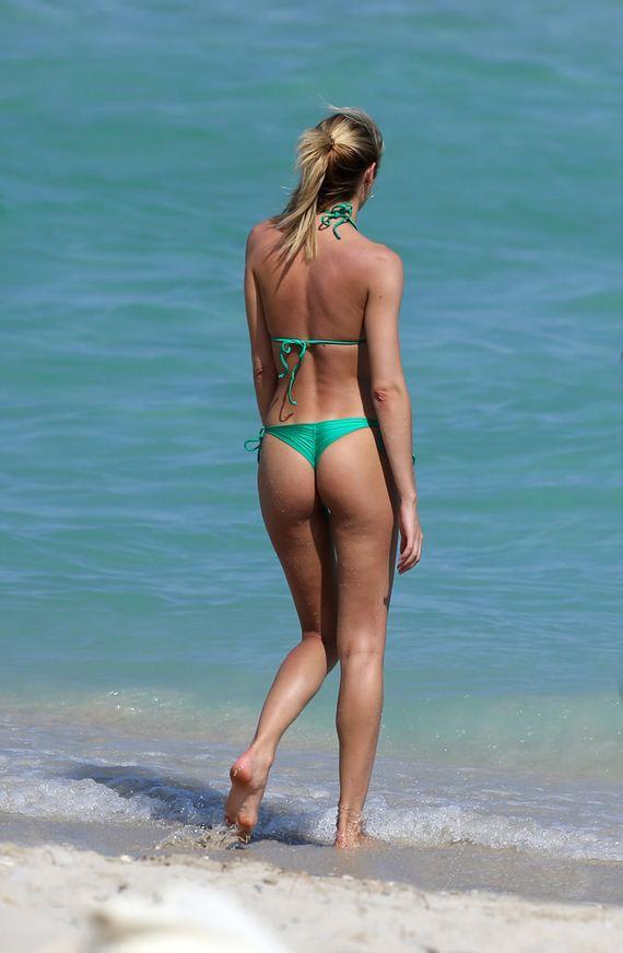 gallery_enlarged-candice-swanepoel-dat-ass-bikini