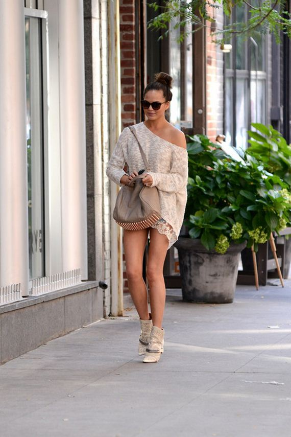 gallery_enlarged-chrissy-teigen-nice-stems