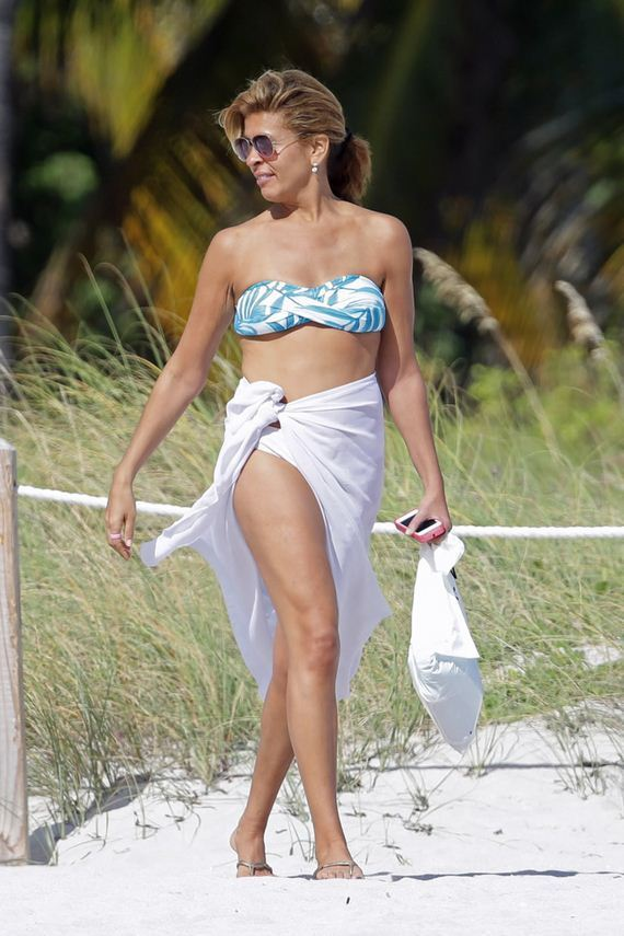 gallery_enlarged-hoda-kotb-bikini-pics