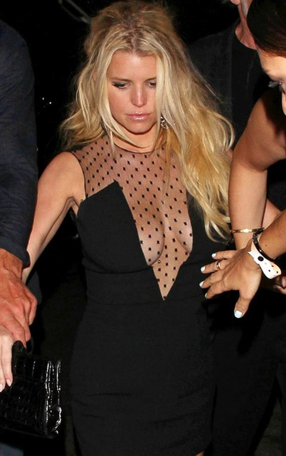 gallery_enlarged-jessica-simpson-drunk-cleavage