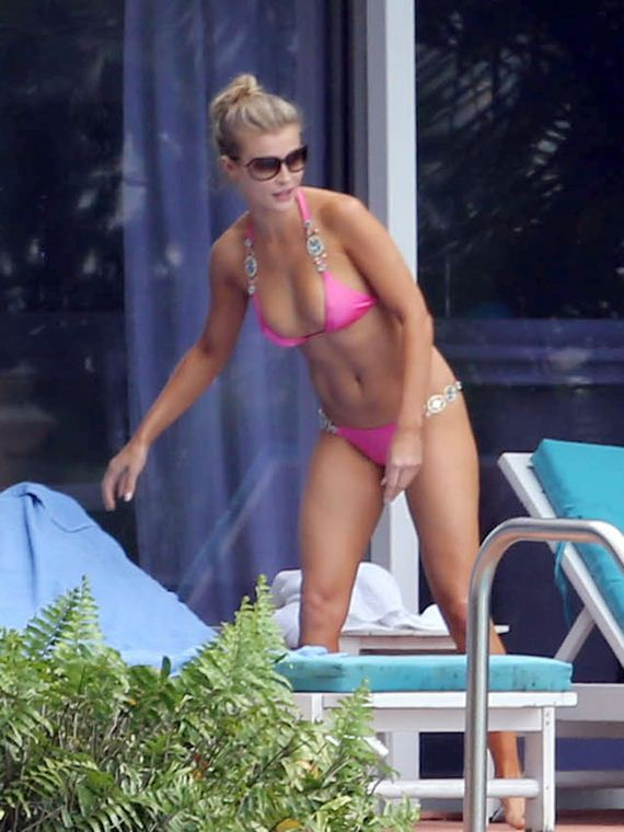 gallery_enlarged-joanna-krupa-bikini