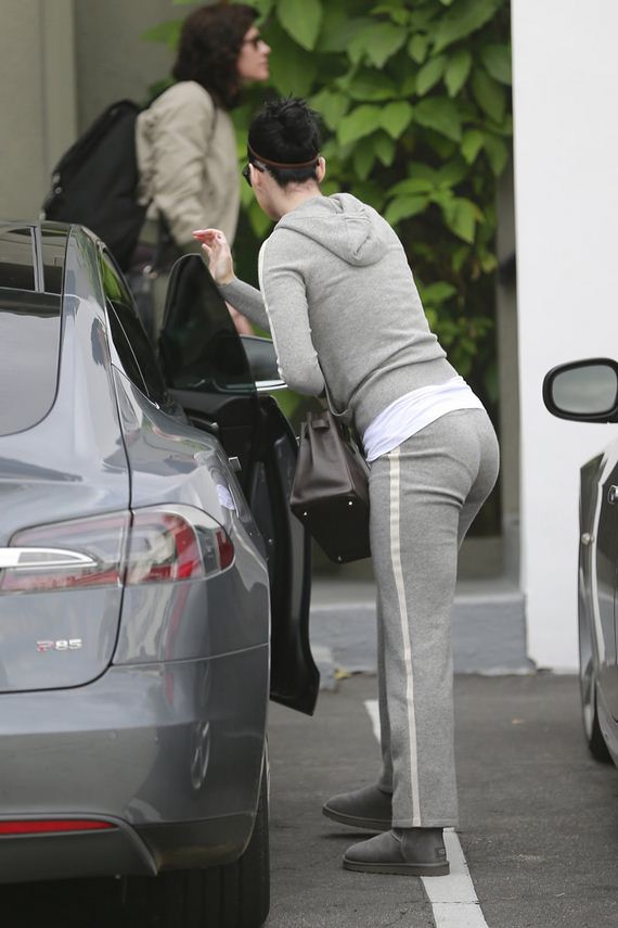 gallery_enlarged-katy-perry-wedgie