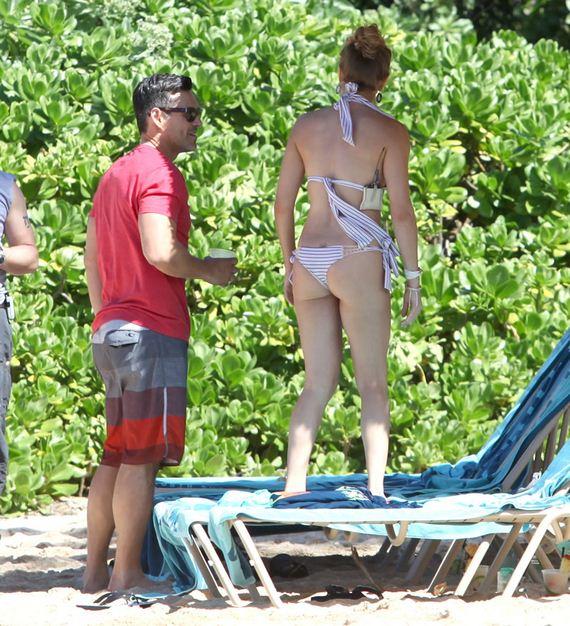 gallery_enlarged-leann-rimes-bikini-butt