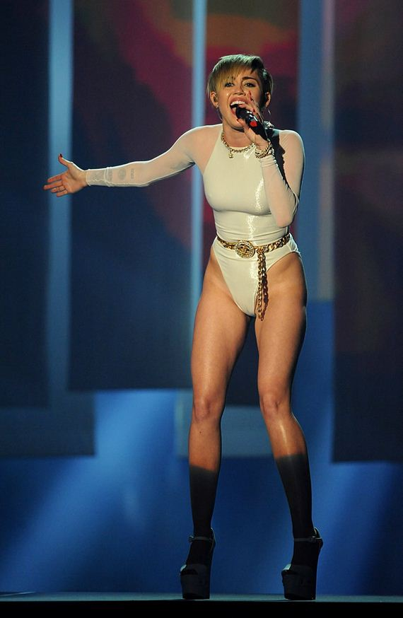 gallery_enlarged-miley-cyrus-ema-pictures