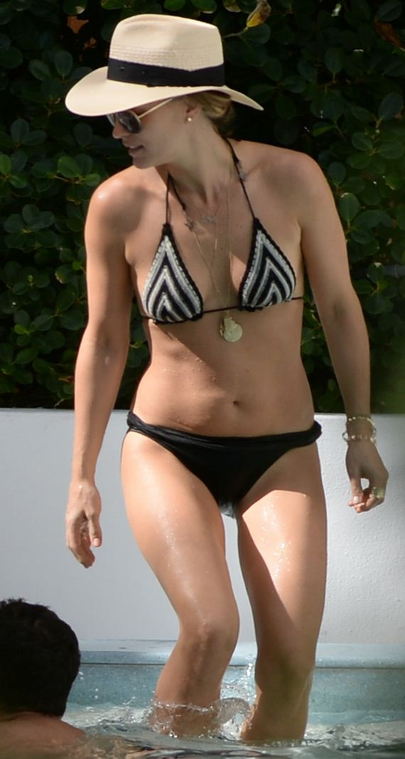 gallery_enlarged-molly-sims-milf-bikini