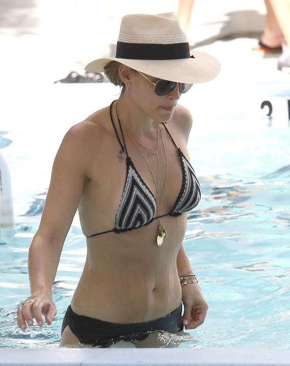 gallery_enlarged-molly-sims-milf-bikini