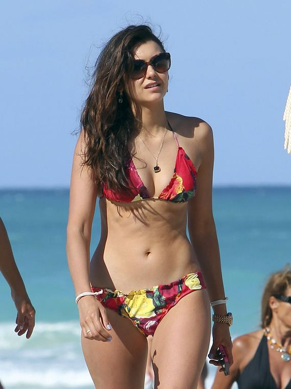 gallery_enlarged-nina-dobrev-liam