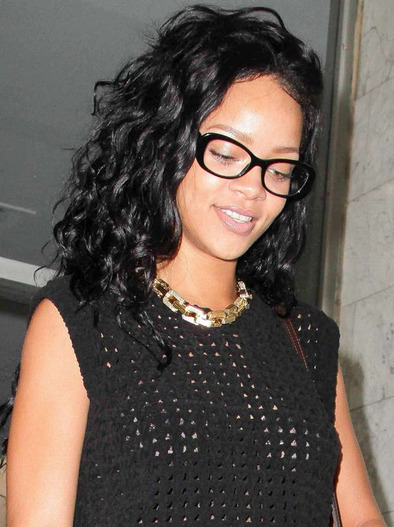 gallery_enlarged-rihanna-dentist