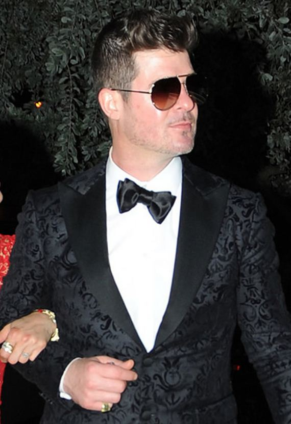 gallery_enlarged-robin-thicke-new-years-diva