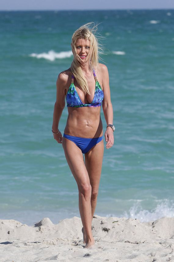 gallery_enlarged-tara-reid-blue-bikin